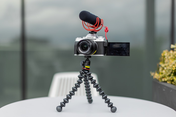 Image of the Fujifilm X-T200 vlogging kit