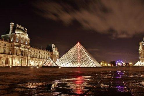louvre-paris-night-time