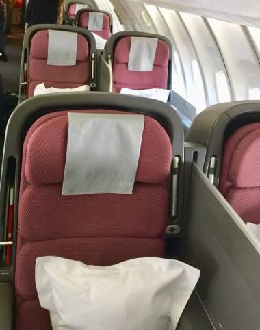 Upper-deck-Qantas-747-cabin-layout