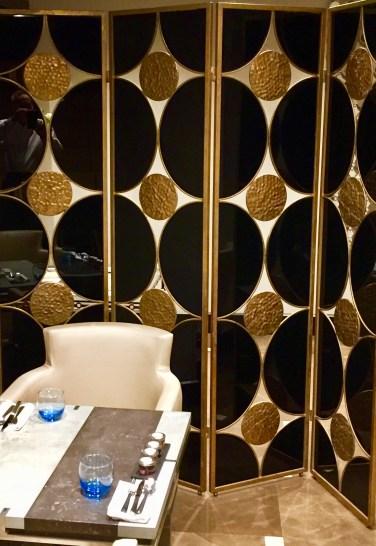 Juliana-Hotel-Paris-classy-breakfast-room-round-world-trip