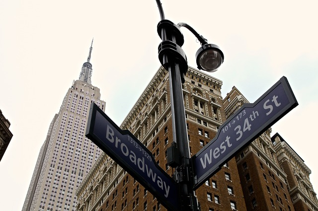 new-york-empire-state-building-street