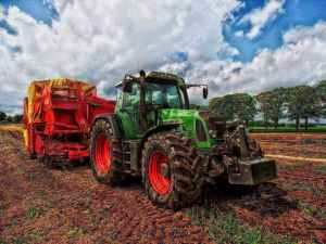 Tractor for an agricultural entrepreneur