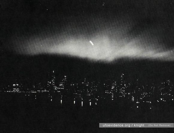 OVNI fotografiado sobre la ciudad de Nueva York el 20 de marzo 1950.