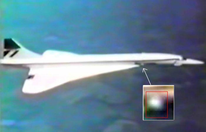 Precioso instante en que el objeto se acerca al Concorde.