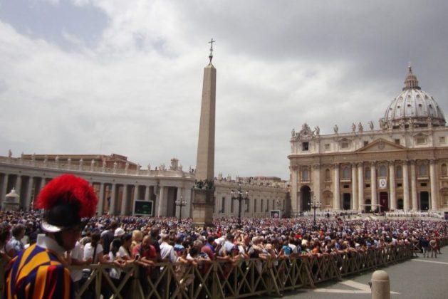 Praça e Basílica de S. Pedro
