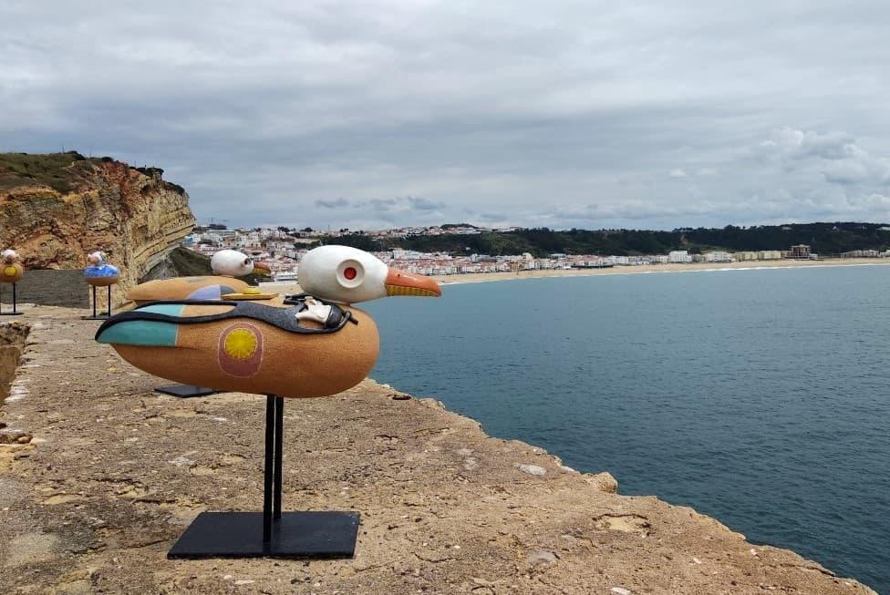 Gaivotas de cerâmica criadas pelo ceramista Mário Reis