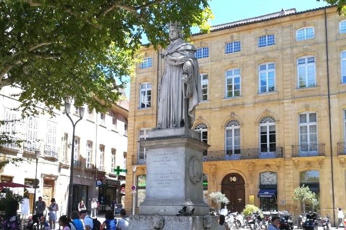 Fonte com escultura do Rei René Aix-en-Provence