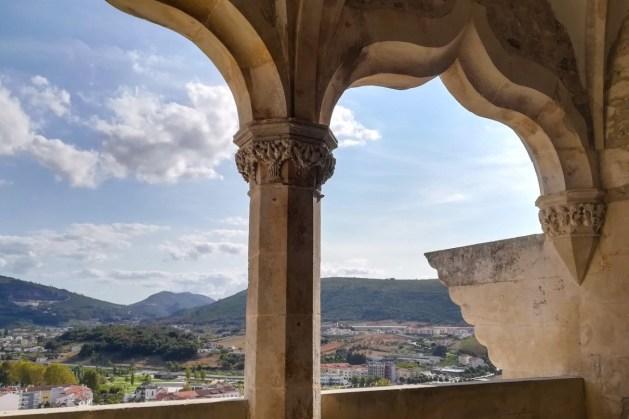 Vista das janelas da loggia, uma galeria no andar nobre do Castelo de Porto de Mós