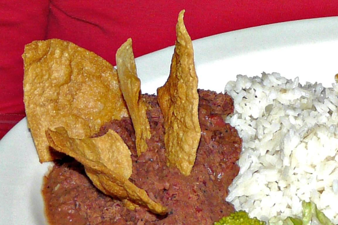 Arroz com feijão e nachos, na Costa Rica. Comida pelo mundo