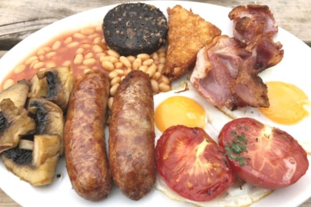 English Breakfast, com black pudding, em Inglaterra