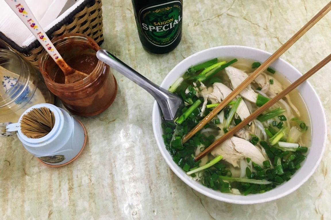 Prato de comida tradicional, no Vietname. Comida pelo mundo