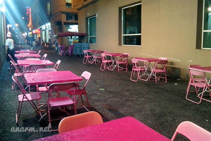 pengunjung boleh juga untuk menikmati hidangan mereka di kawasan luar restoren