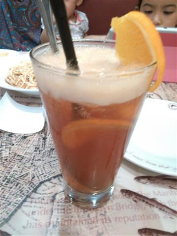 air campuran teh, peach dan lemon