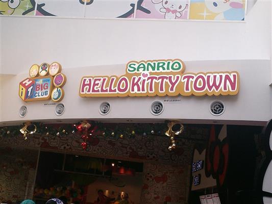 gambar hello kitty town