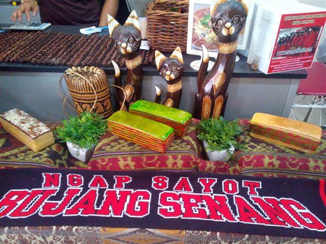 kuih tradisi kek lapis sarawak