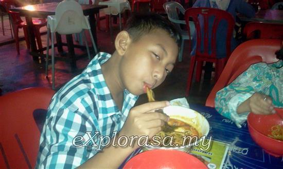 gambar anak makan mee