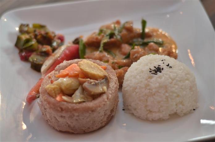 Combo Egg Yok Butter Chicken & Season Vegetable in Yam Basket