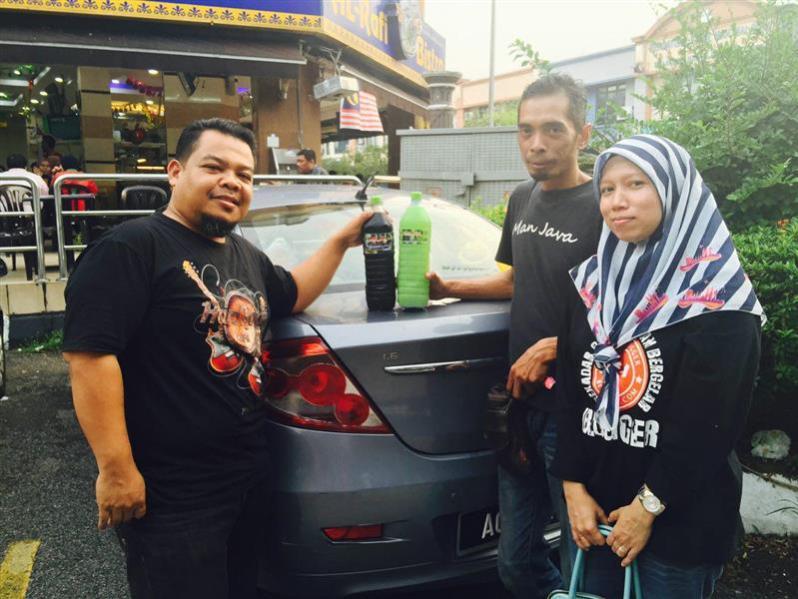 bersama tokey kelapa laut man java, Abang MAn dan Puan Shuhaida