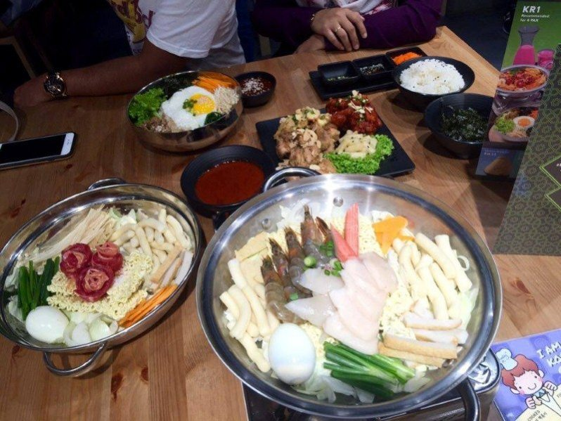 hanbing-koren-dessert-cafe-set-topokki