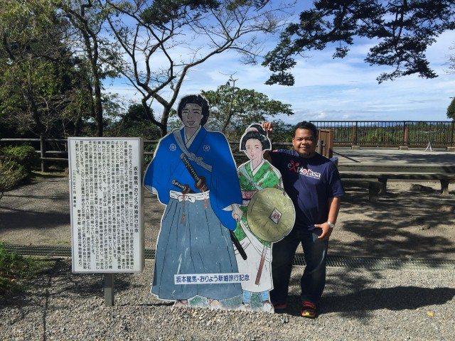 Ini adalah patung pahlawan terkenal Jepun iaitu Sakamoto Ryoma