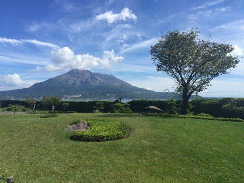 Gunung Ontake tersergam indah daripada Sengan-en Garden