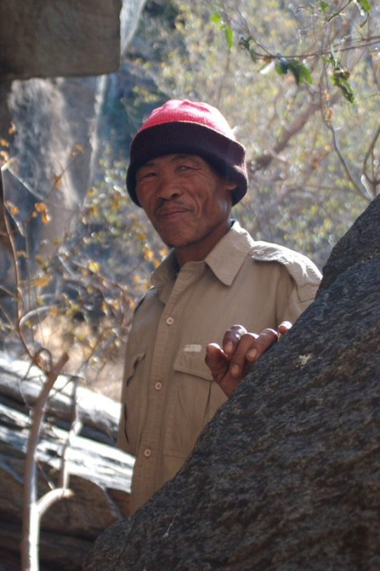 Tsodilo Hills Botswana - ExplorationVacation - 2005-09-16_01-53-06 bushman guide