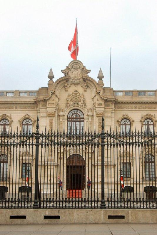 Lima Peru - ExplorationVacation 2005-12-27_13_19_011%20Peruvian%20White%20House