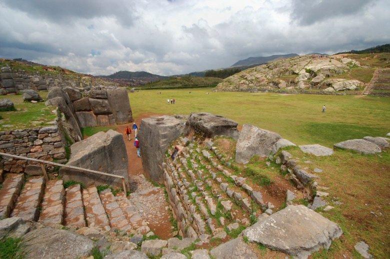 Sacsayhuaman Cuzco Peru - ExplorationVacation 2005-12-29_10_35_551_0