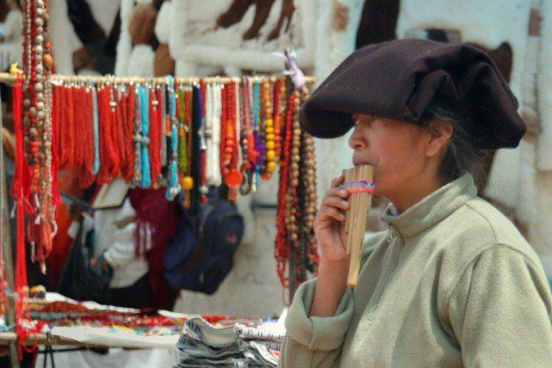 market in Ecuador -ExplorationVacation 2006-01-03_12_13_01