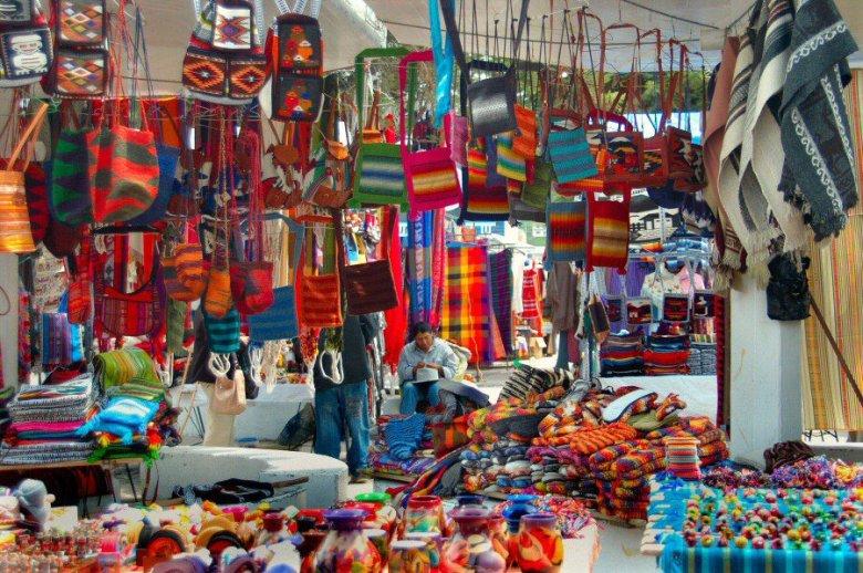 market in Ecuador -ExplorationVacation 2006-01-03_12_15_48