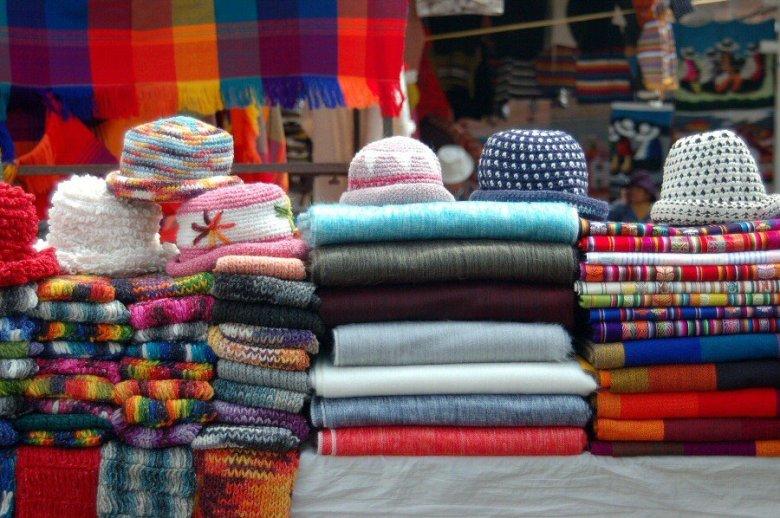 market in Ecuador -ExplorationVacation 2006-01-03_12_16_29