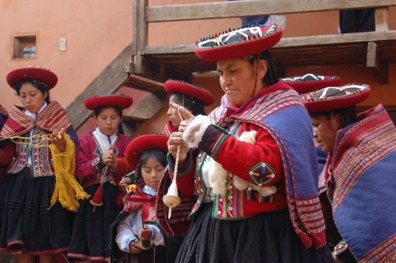 Weaving in Peru - ExplorationVacation 2006-01-01_09_30_13