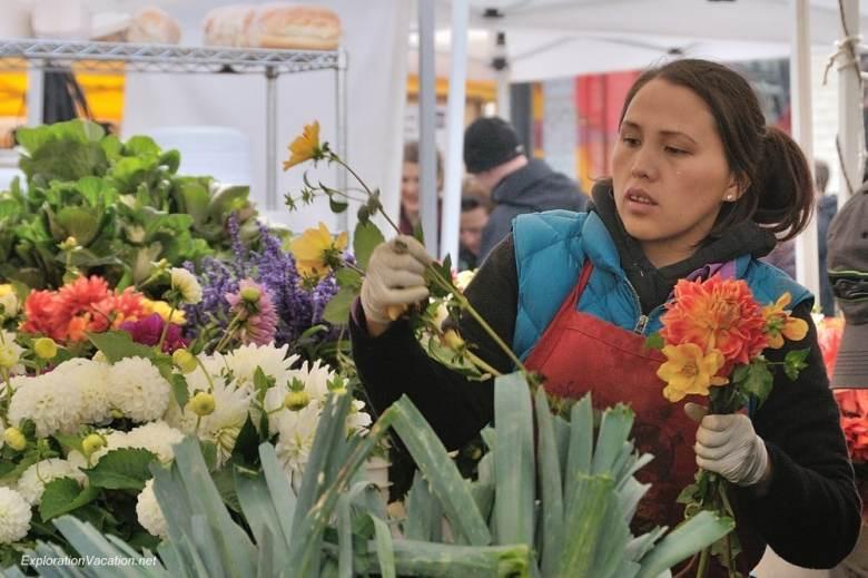 26 20131013-DSC_7918 Ballard farmers market in Seattle