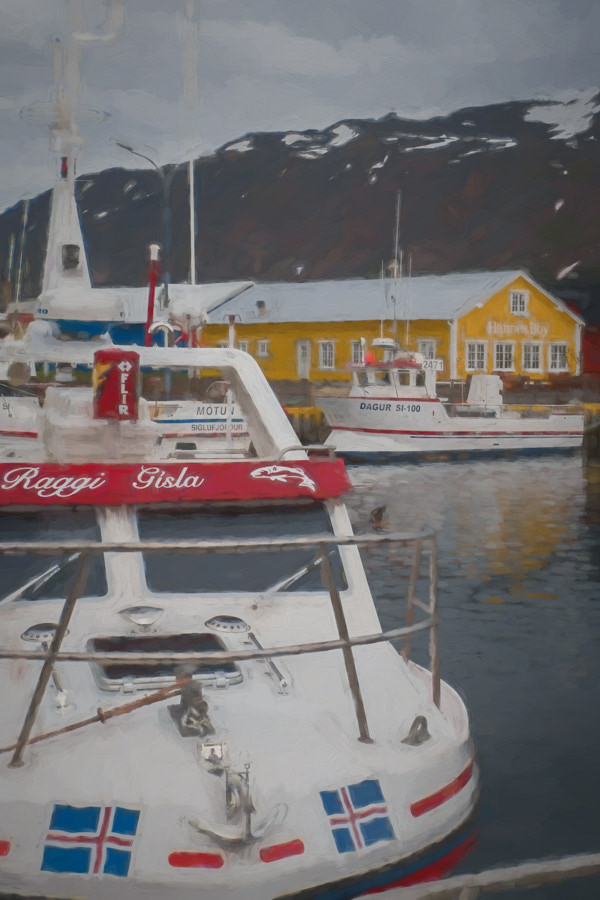 Photo painting of colorful buildings and boats
