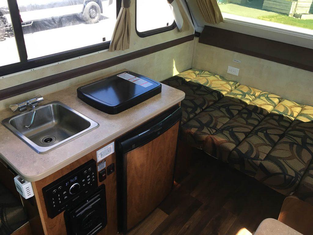 chalet-trail-boss-kitchen-interior_trailers_content
