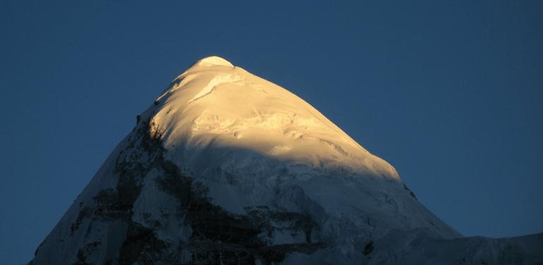 Pumori, Everest