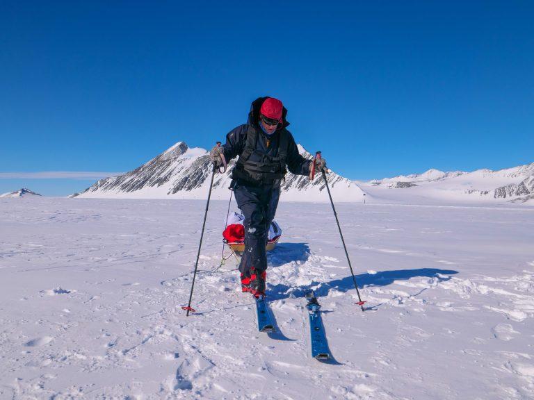 puttng on skis
