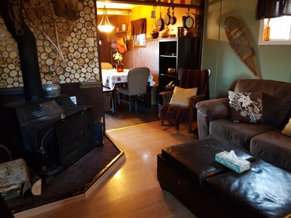 sleepy-hollow-cabin-living-room-2