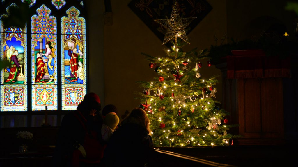 susan-guy_calke-abbey_christmas-church_people_12