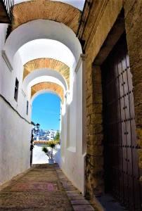 Calle de las monjas arcos vejer de la frontera juderia pueblo blanco white village Cadiz Explore la Tierra