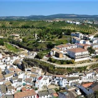Setenil de las bodegas viewpoint vistas panorama pueblo blanco white village Cadiz Explore la Tierra