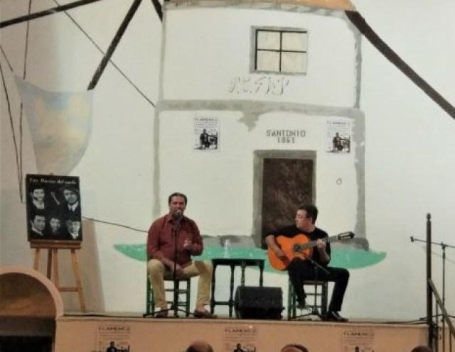 Público viendo cante flamenco en Vejer de la Frontera, Cádiz public watching singing Cadiz