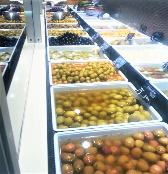 types of Table olives in food market Cadiz Explore la Tierra