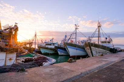 Essaouira erwacht und die Sonne erhebt sich über dem Hafen
