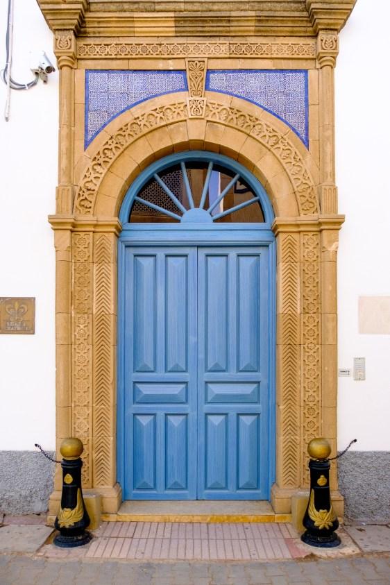 Die Eingangstüre vom Heure Bleue Palais ist meistens verschlossen. Dies dient der Sicherheit.