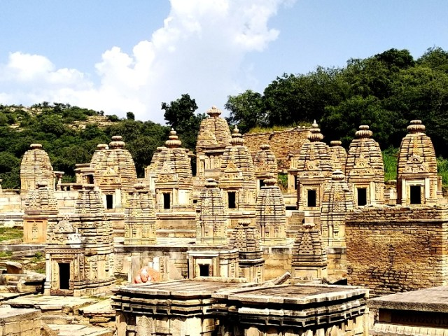 travel guide for Bateshwar group of temples near Gwalior
