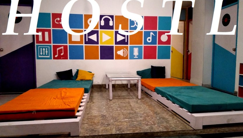 choose hostel on backpacking trip