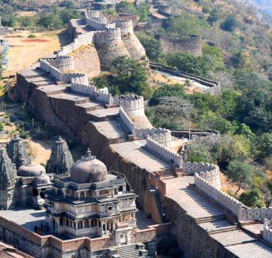 day trip kumbhalgarh fort wall from udaipur