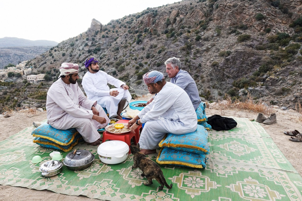 Bourdain eats seafood caught by free divers Omar and Mohammed, along with Captain Said, the owner of the Gulf Diver boat, and Captain Saleh.