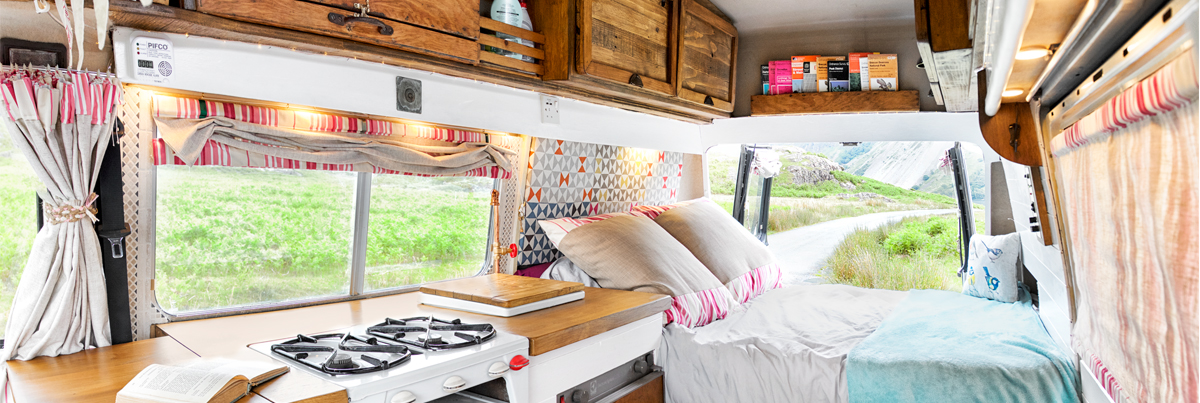 What they achieved in just 6 weeks with only £1000 is unbelievable! #VanLife